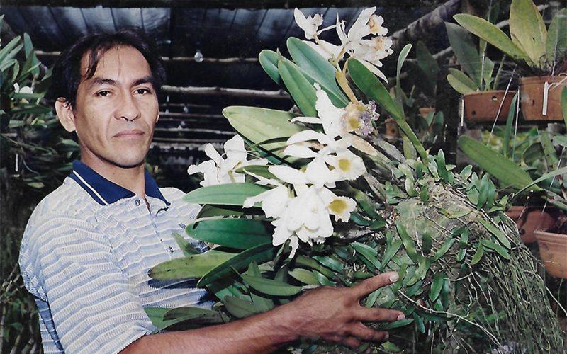 WILLIS PAI NA LOJA EXOTICA COM UMA DE SUAS MATRIZES EM 1997
